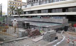 """El edificio del nuevo """"balneario del Meliá"""" hará cambiar la estética la zona del paseo de Las Canteras donde está situado/ Está previsto que funcione para finales de mayo."""