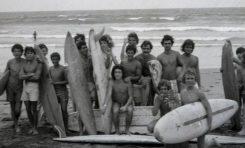 La primera generación de surferos de la playa de La Cicer