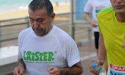 Amplio reportaje fotográfico. La fiesta del Maratón Gran Canaria en Las Canteras /El esfuerzo de Paulino