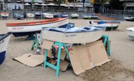 La playa de Las Canteras nos enseña la cara más triste de la crisis.