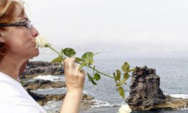 Flores por el recuerdo y la justicia (Laprovincia.es)