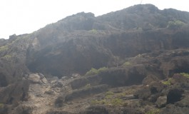 Se estudia hacer explosiones controladas en el entorno de Los Canarios para que caigan las piedras sueltas tras el derrumbe.