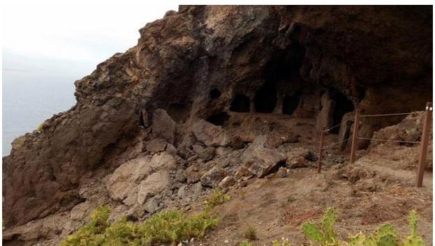 Okupas invaden las Cuevas de los Canarios