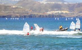 Fiesta de la Clase Optimist en la bahía de Las Canteras