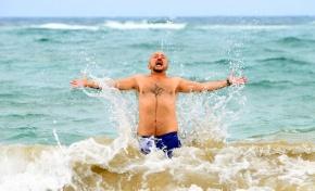 Y Ginés Cedrés se bañó en Las Canteras