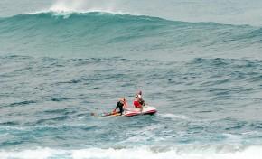 La Cruz Roja rescata un hombre en apuros detrás de la Barra