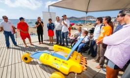 El proyecto 'Kayou. Al mar sin barreras' acerca la práctica de deportes náuticos a personas con discapacidad en Las Canteras