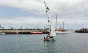 Colgada de un rejo, mi bautismo en un bote de vela latina
