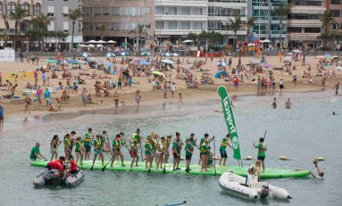 Se consigue en Las Canteras el récord Guinness de la mayor tabla de paddle surf del mundo