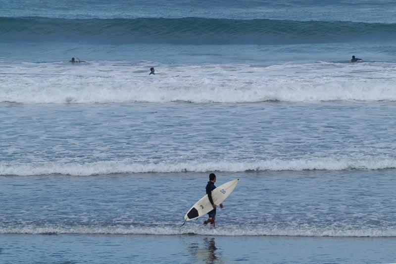 Surfistas rescatan a dos bañistas en la Cicer