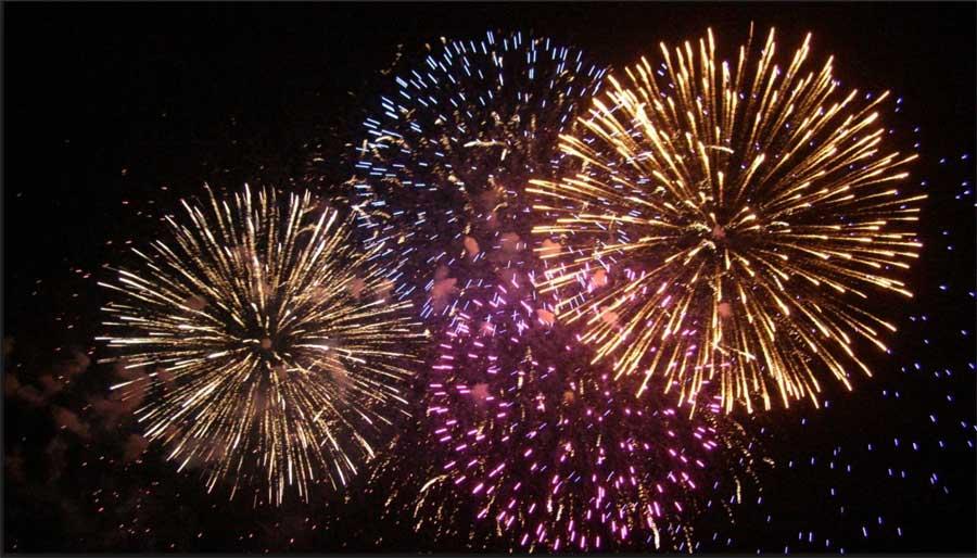 Fuegos artificiales desde la plaza de Canarias y la plaza de La Puntilla para recibir al 2017