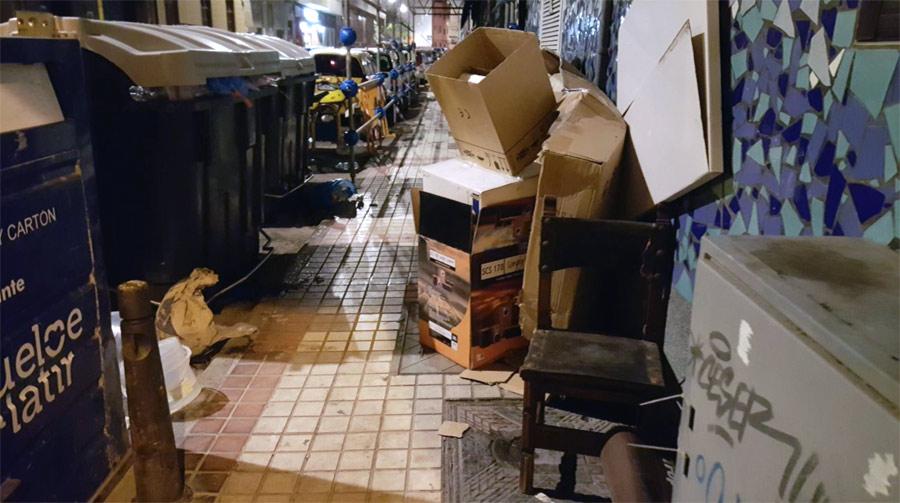 El Ayuntamiento refuerza el servicio de limpieza por el aumento de actividad en Las Canteras y calles adyacentes