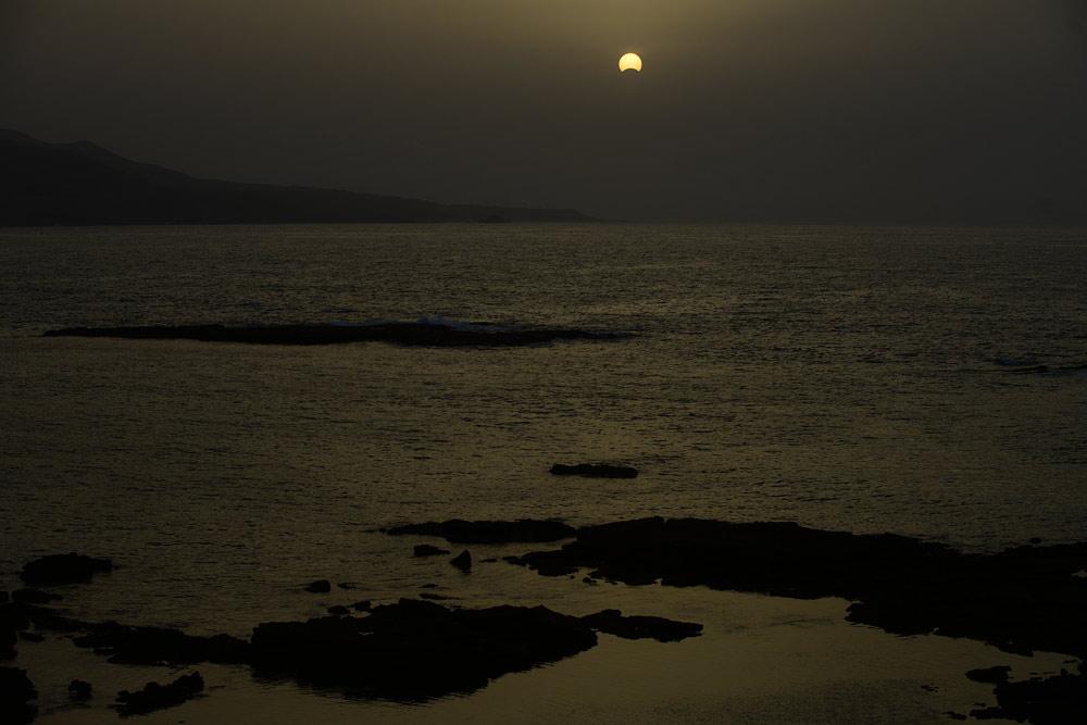 Así fue el eclipse solar desde Las Canteras