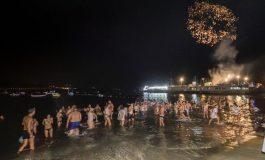 Chapuzón en Las Canteras por las fiestas de La Naval