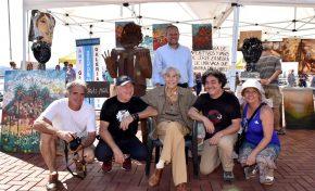 El I Concurso de Pintura Rápida Ciudad Atlántica añade ambiente artístico en La Puntilla
