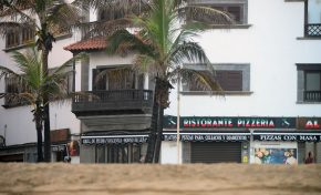 La arena se acumula en Playa Grande