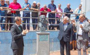 El histórico mesonero Juan Pérez ya tiene su busto en La Puntilla