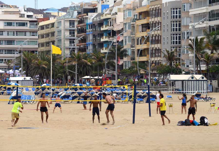 Desaparece uno de los sectores ocupado históricamente por hamacas en Playa Grande y se convierte en zona de ocio y deportiva