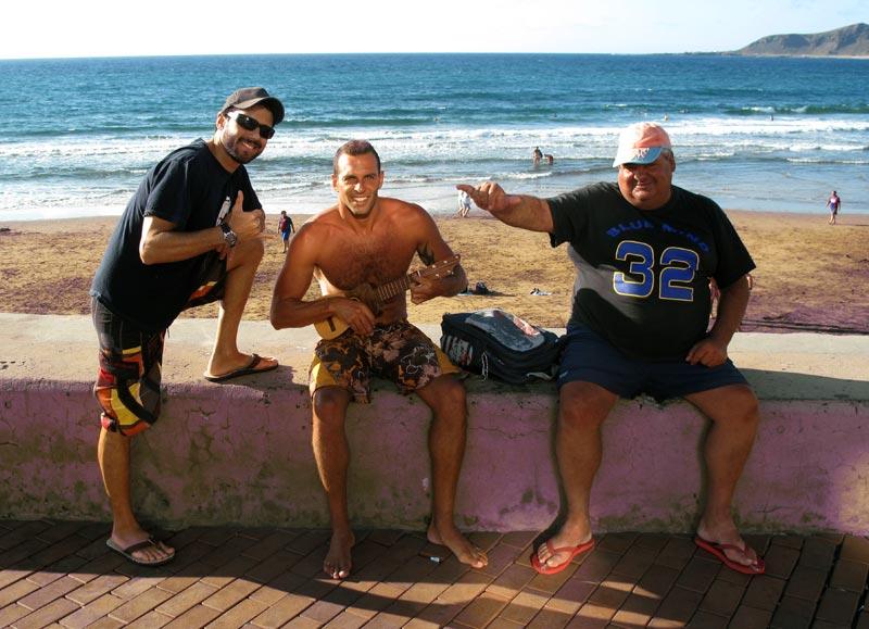 Historias de surf. El día que «Juanillo el Mejillón» dio 14 giros de 180º seguidos en su vieja tabla de surf