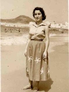 """Ser player@, de la Playa de Las Canteras. Elena Santana Auyanet:  """"Siempre he dicho que una de las cosas que más pena me da de morirme es no ver más la playa. Es donde me gusta estar"""""""