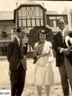 """Frente a la casa de """"José Mesa y López"""""""