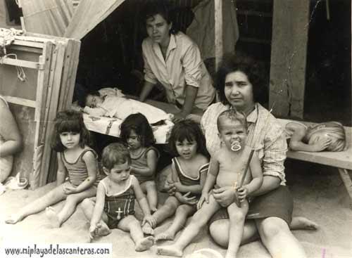 Los Ortega dentro de la caseta-colecc. Francisca Jimenez