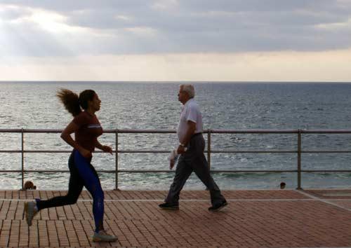 Se modifica el texto sobre el running en el paseo de Las Canteras nunca estará prohibido