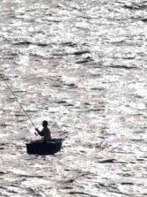 Pescando en chalana