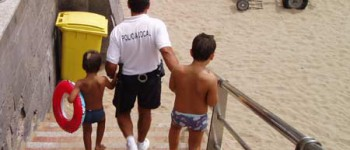 """""""Atención, atención, les habla la policía local de playas"""""""