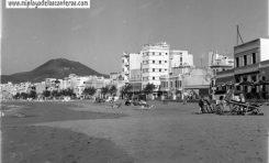 Las Canteras años 60: de la fiebre del turismo a la esquizofrenia del cemento por Armando Marcos