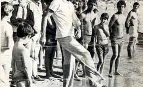 Julio Iglesias sobre la arena de nuestra playa