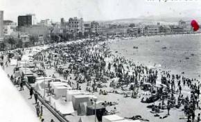 La playa en los 60 llena de casetas