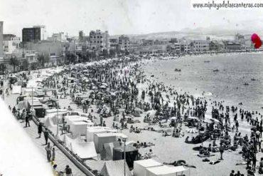 La playa llena de casetas. Años 60
