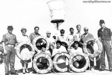Acto de entrega de salvavidas a la Cruz Roja por la AA.VV la Barra-colecc Francisco Bello
