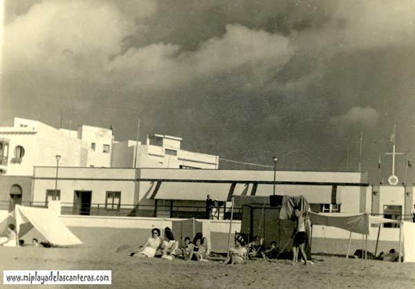 El Club Pala desde la arena de la playa-colecc. Francisco Bello