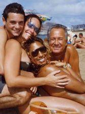 El gran playero Roberto con Alicia, Nicolas y Lotta.