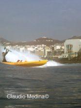 Sebando olas en Kayak-1