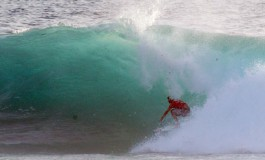 El tahitiano Bourez, campeón de WQS en un tubo