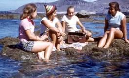 Isabel Mendoza, Mª Carmen Viera, Isabelona y Otilia Egea en la Barra-verano del 57-colecc. Juan Melián