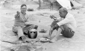 Agustin Macias León comiendose un sancocho en El Confital-1949-