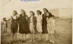 La familia de Elena Santana posando en Punta Brava