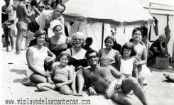Familia López Caballero de domingo playero, década de los 60.