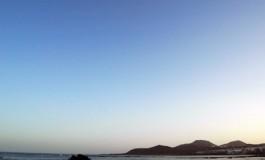 Hoy tenia ganas de sacar alguna foto de nubes, pero como no las hay, me conformo con el suave azul del cielo, será otro día de calor