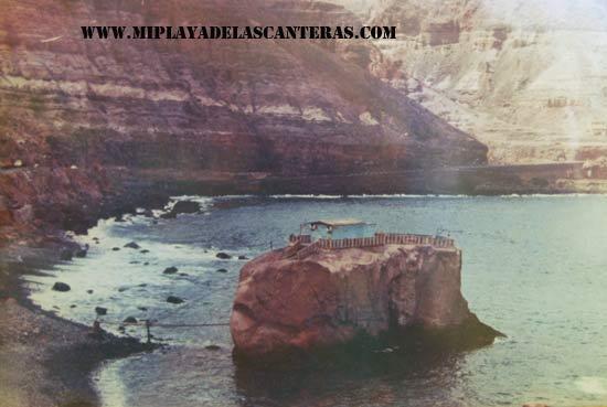 Peña la Gaviota, más hacia el norte en la orilla podemos ver la piedra de la Siplina