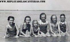 Entre otras: Blanca, Margarita Correa Beningfield, María Mercedes Marrero Henning, Mapi Marrero Henning y María Gracia en la Playa Chica-1950- colecc. Correa Beningfield