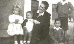 Rafael Morales Caballero con su abuela, Pío, el hermano de Pío y Margarita Correa Beningfield, en la Playa Chica, 1947-colecc. Correa Beningfield