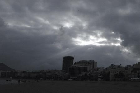 Los -adorables- vientos alisios hacen que las nubes pueblen los nortes de las islas.