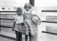 Francis y Margarita, en el fondo se ve al Viera femenino