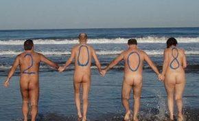 El Ayuntamiento se reunió esta semana con una representación de los nudistas, les garantizó que no habrá ordenanza que prohíba el nudismo en las playas capitalinas