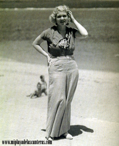 Josefina de la Torre en la orilla de Las Canteras. 1930.